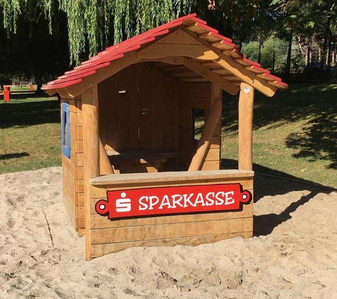 …eine kleine Spielplatz Sparkasse im Kuppelsteinbad Ottenau..